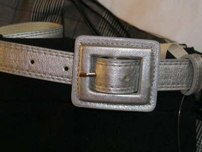 Pleated black shorts withbelt