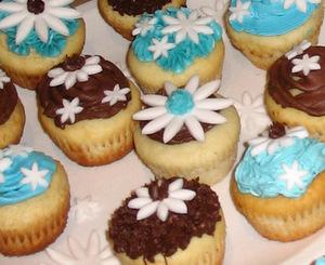 cupcakes, homeade, martha stewart, fondantflowers